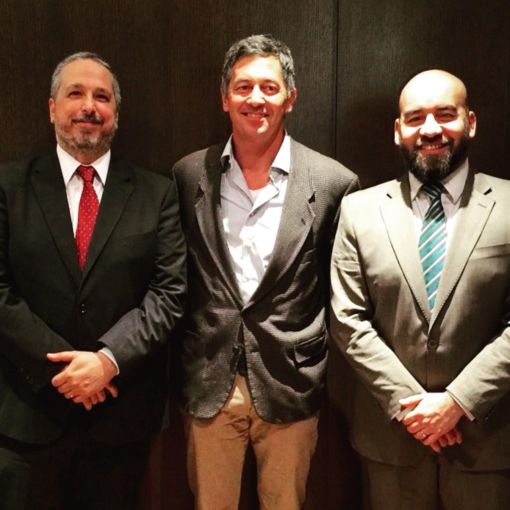 Randy Berry, Special Envoy for the Human Rights of LGBT Persons junto a Pablo De Luca y Gustavo Noguera, representantes de la Cámara de Comercio Gay Lésbica de Argentina.