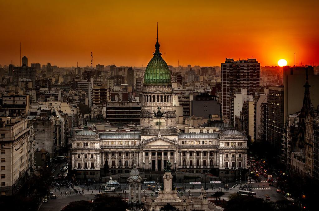 1200px-Atardecer_en_el_Congreso_de_la_Nación_Argentina